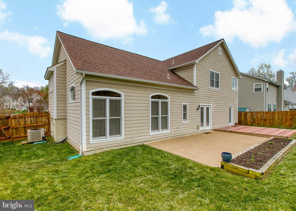 Well maintained yard - 5 EMERSON CT, STAFFORD