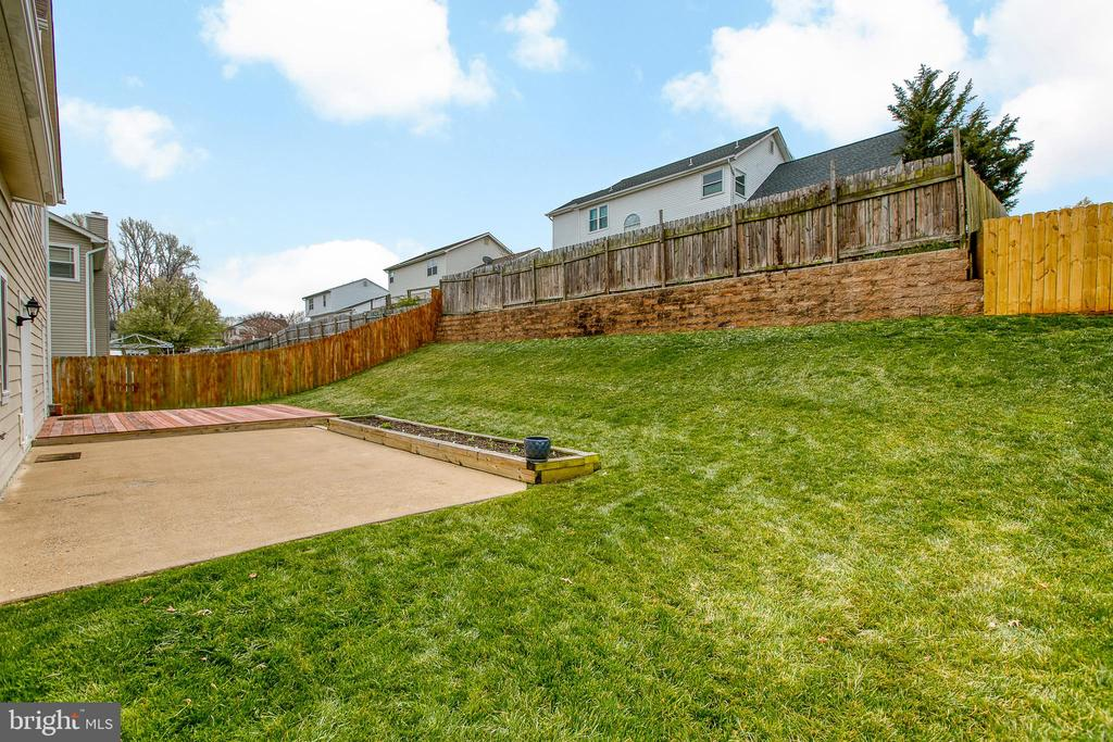 Welcome to your new backyard! - 5 EMERSON CT, STAFFORD