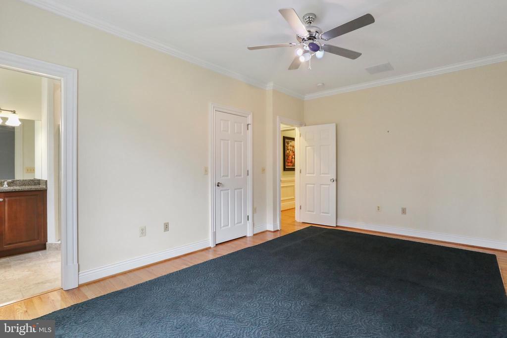 Bedroom 3 has own walk-in closet and ensuite bath - 2375 BALLENGER CREEK PIKE, ADAMSTOWN