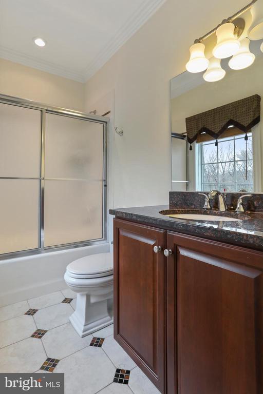Bedroom 4 full bath with tile and granite - 2375 BALLENGER CREEK PIKE, ADAMSTOWN