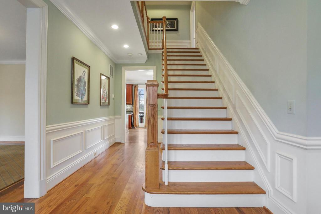 Grand staircase to the 2nd level with bedrooms - 2375 BALLENGER CREEK PIKE, ADAMSTOWN
