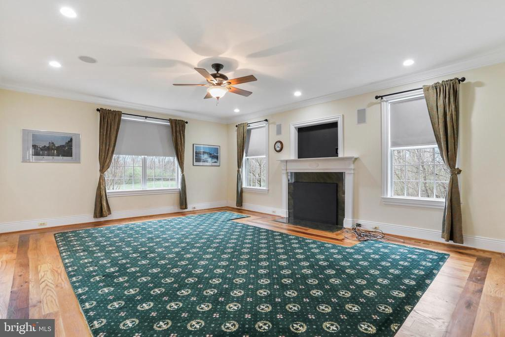 Wood burning fireplace with mantel and tv nook - 2375 BALLENGER CREEK PIKE, ADAMSTOWN