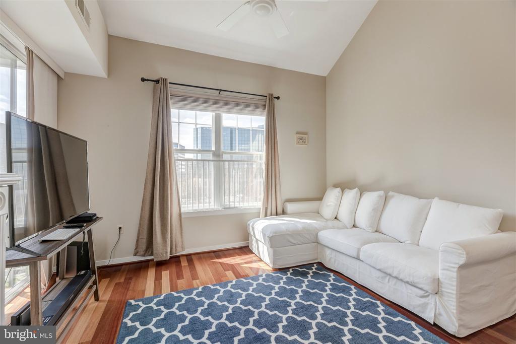Living room - 1645 INTERNATIONAL DR #407, MCLEAN