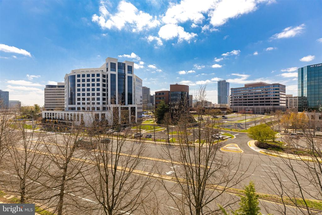 Walk to Tysons Metro and shops! - 1645 INTERNATIONAL DR #407, MCLEAN