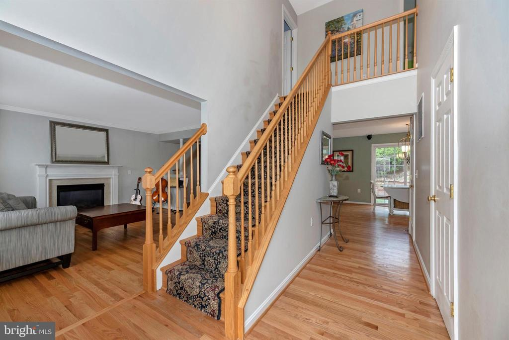 Welcoming two story foyer - 105 MERCER CT, FREDERICK