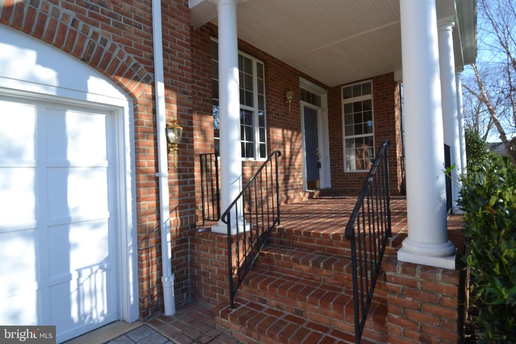 Front Porch - 18441 LANIER ISLAND SQ, LEESBURG