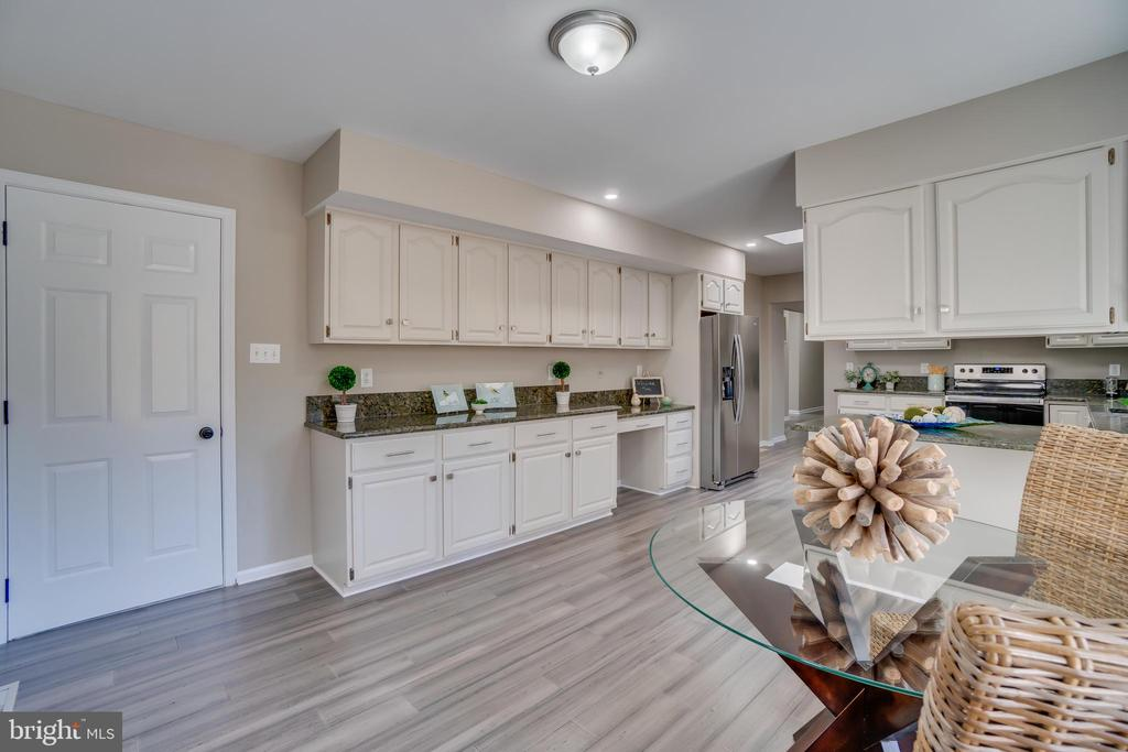 Let's talk about all these cabinets!!! - 401 CORNWALLIS AVE, LOCUST GROVE