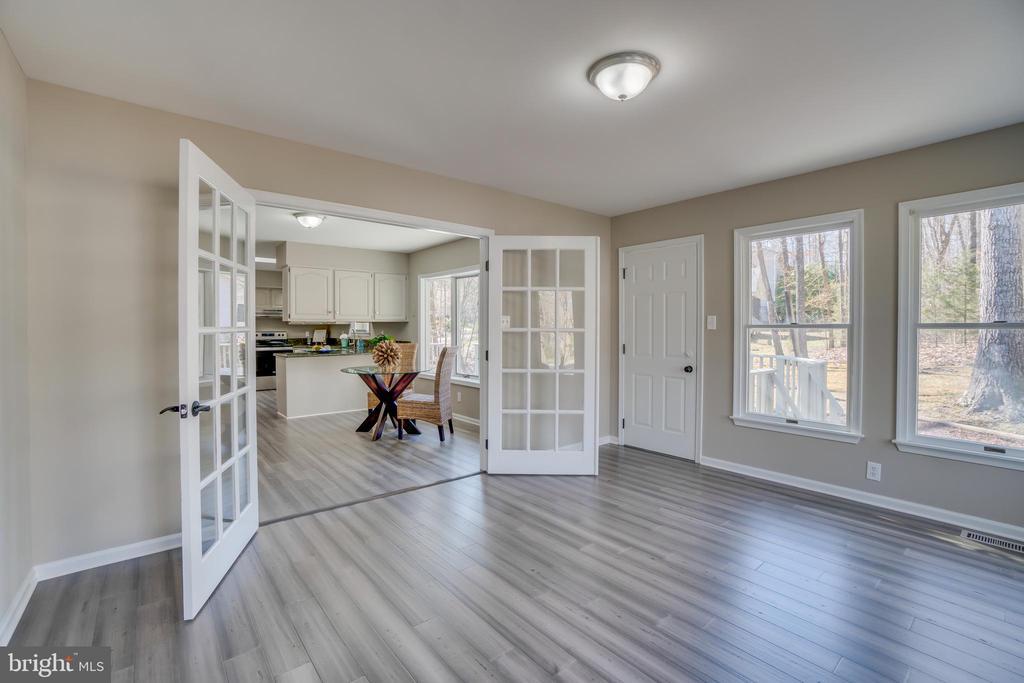 Huge Sunroom/Family Room!!! - 401 CORNWALLIS AVE, LOCUST GROVE