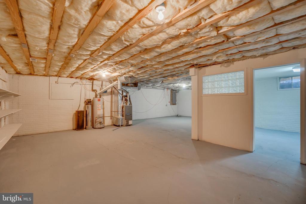 Basement for Additional Storage!!! - 401 CORNWALLIS AVE, LOCUST GROVE