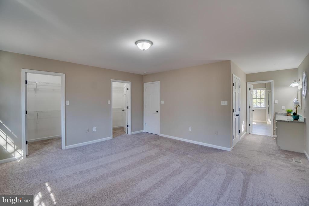 Closets Galore!!! - 401 CORNWALLIS AVE, LOCUST GROVE