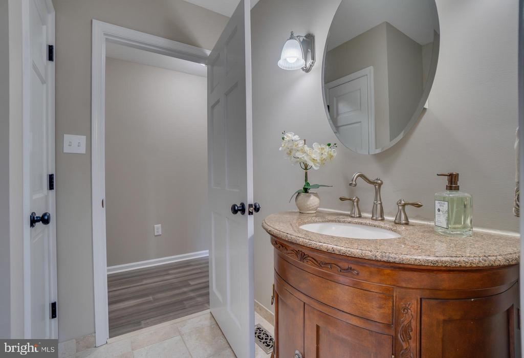 Additional Vanity for privacy!!! - 401 CORNWALLIS AVE, LOCUST GROVE