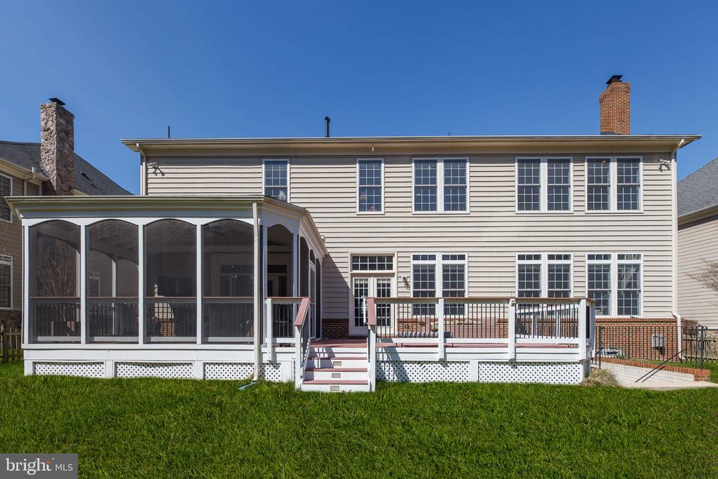 Screened-in porch & deck! - 18754 KIPHEART DR, LEESBURG