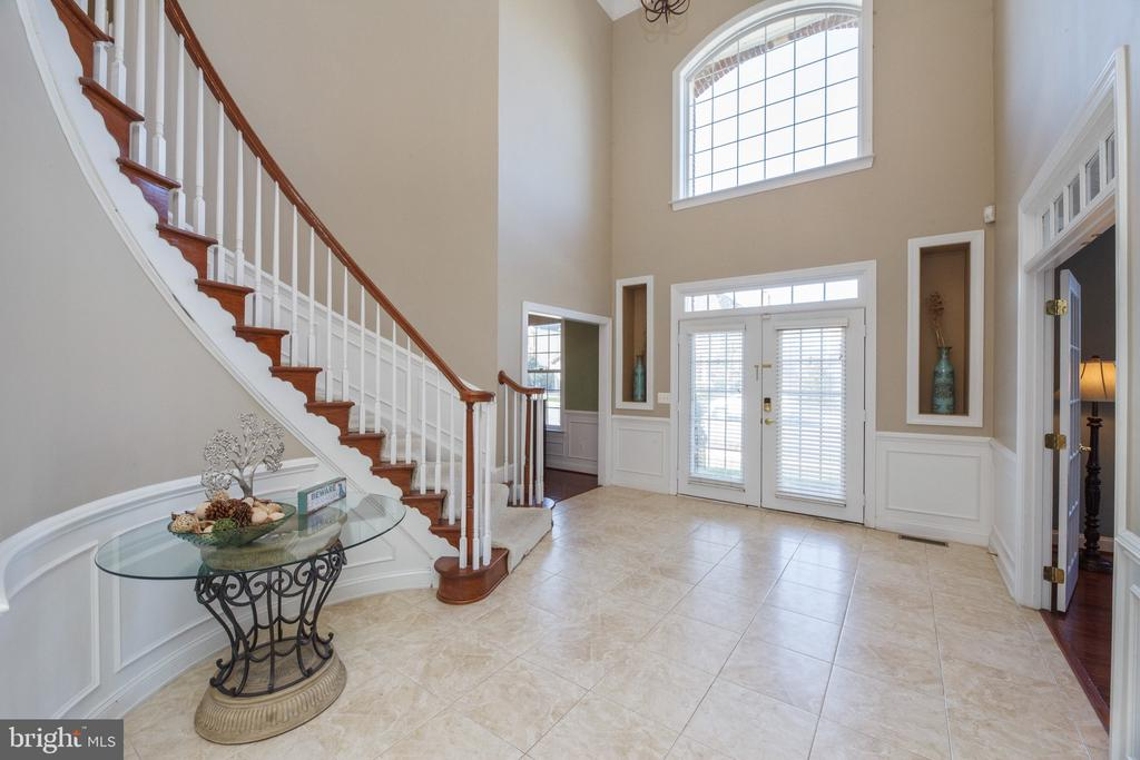 Grand Foyer with Curved Staircase - 18754 KIPHEART DR, LEESBURG