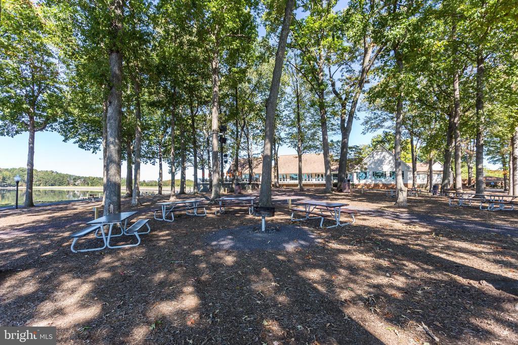 Picnic Area!!! - 401 CORNWALLIS AVE, LOCUST GROVE
