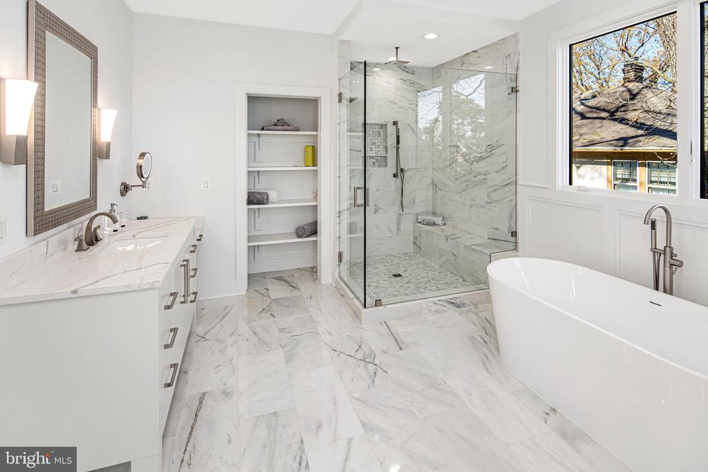 Heavy-glass shower w/ three shower heads - 31 N JACKSON ST, ARLINGTON