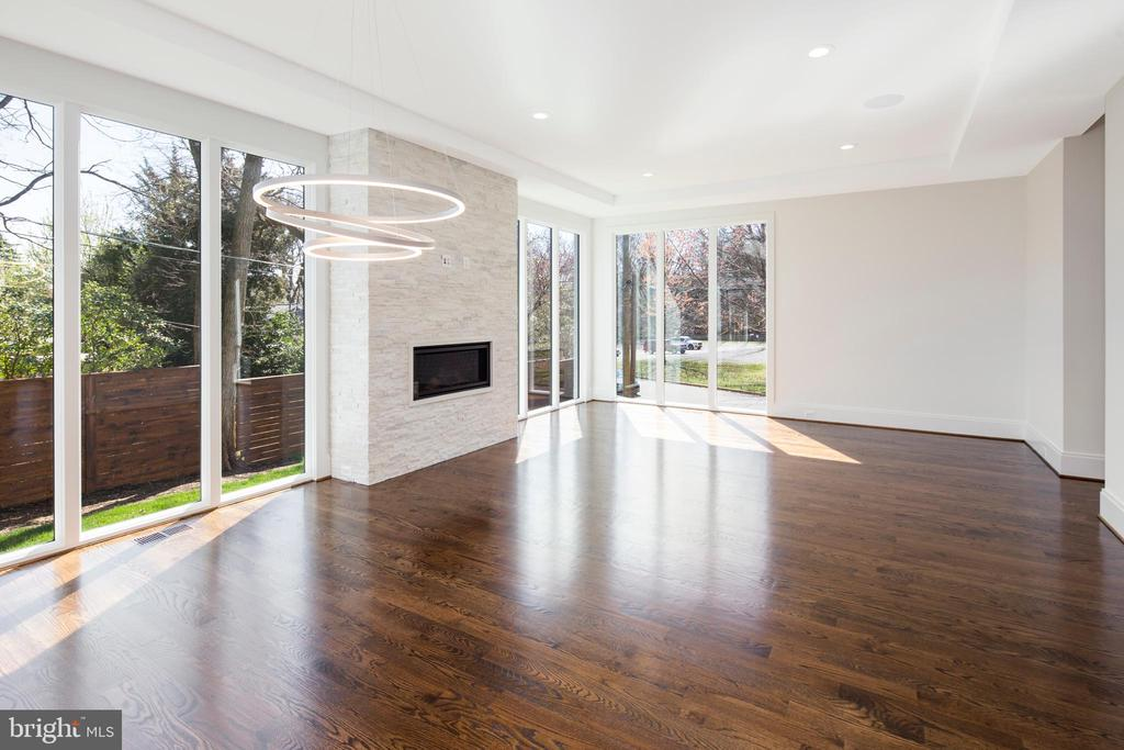 Modern fireplace w/ floor-to-ceiling tile - 31 N JACKSON ST, ARLINGTON