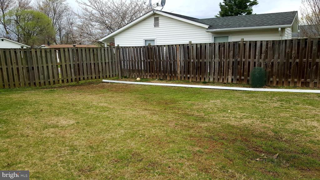 Corner lot backyard - 301 N ALDER AVE, STERLING