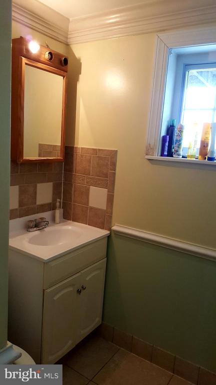 Basement full bath - 301 N ALDER AVE, STERLING