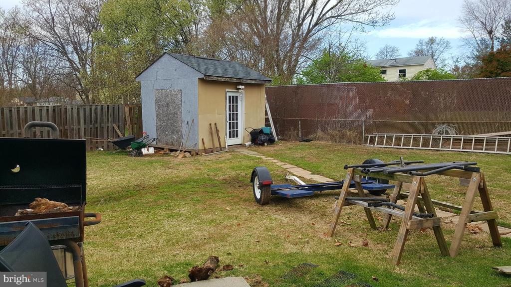 Shed in backyard - 301 N ALDER AVE, STERLING