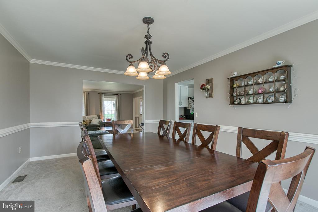 Dining room offers crown molding and chair railing - 58 BALDWIN DR, FREDERICKSBURG