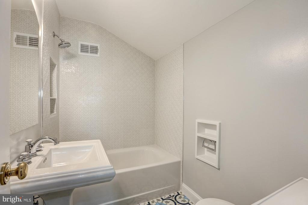 Full Bath #3 with Morrocan inspired ceramic floor - 2366 N OAKLAND ST, ARLINGTON