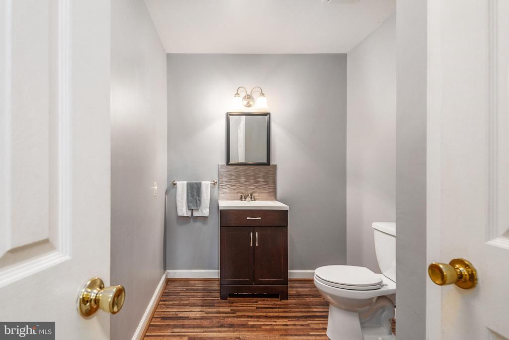Basement half bath with large linen closet - 6 ROSE ST, STAFFORD