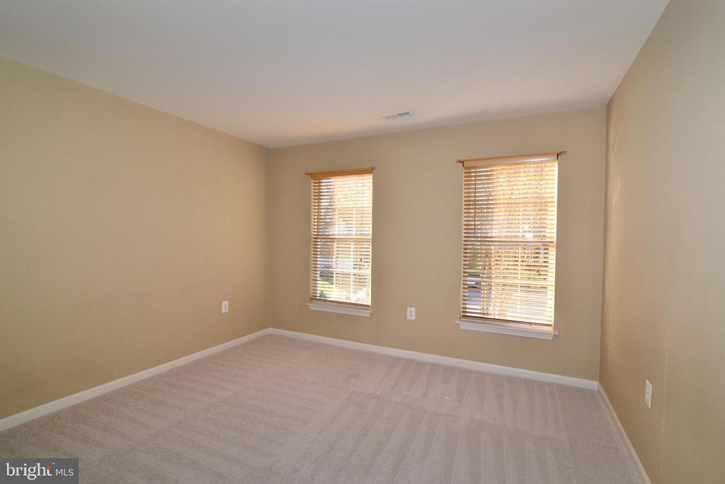 Bedroom 4 with 2 windows - 1439 HARLE PL SW, LEESBURG