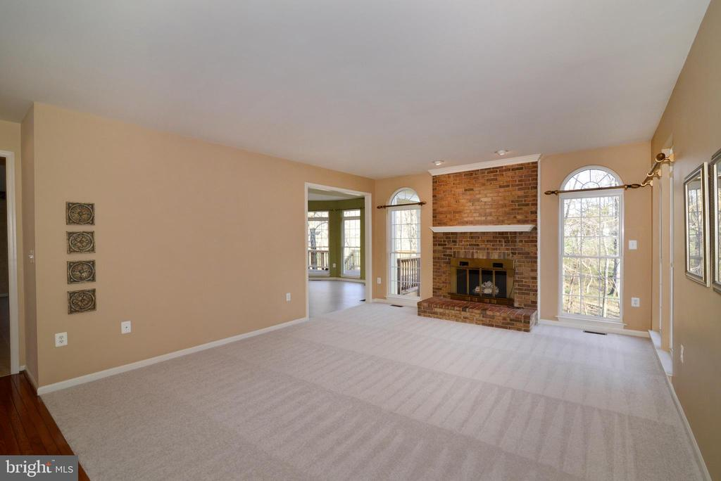 Spacious family room leads to solarium - 1439 HARLE PL SW, LEESBURG
