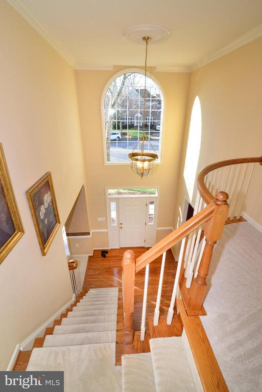 View of foyer from upper landing - 1439 HARLE PL SW, LEESBURG