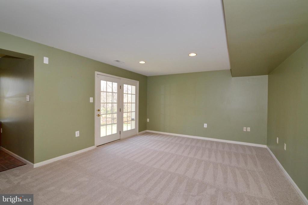 Recessed lights, doors to back yard - 1439 HARLE PL SW, LEESBURG