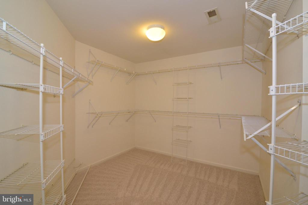 Owners large walk in closet - 1439 HARLE PL SW, LEESBURG
