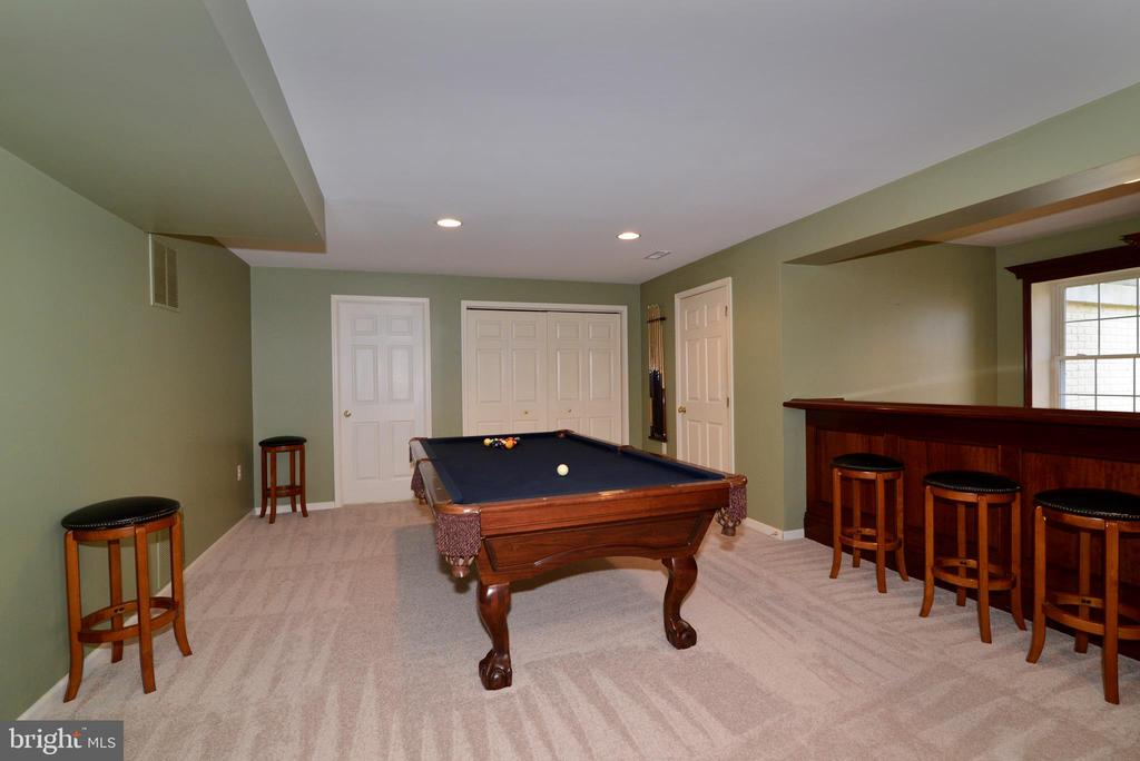 Entertaining is a breeze in the large space! - 1439 HARLE PL SW, LEESBURG