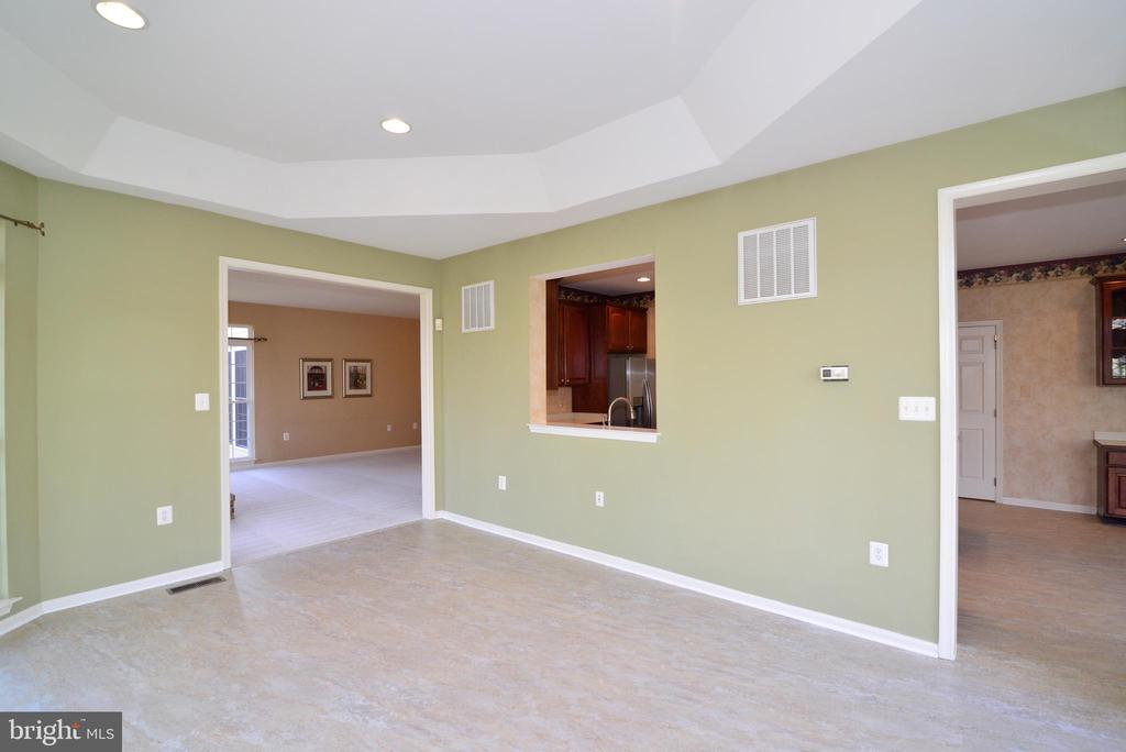 Solarium off of family room and breakfast room - 1439 HARLE PL SW, LEESBURG