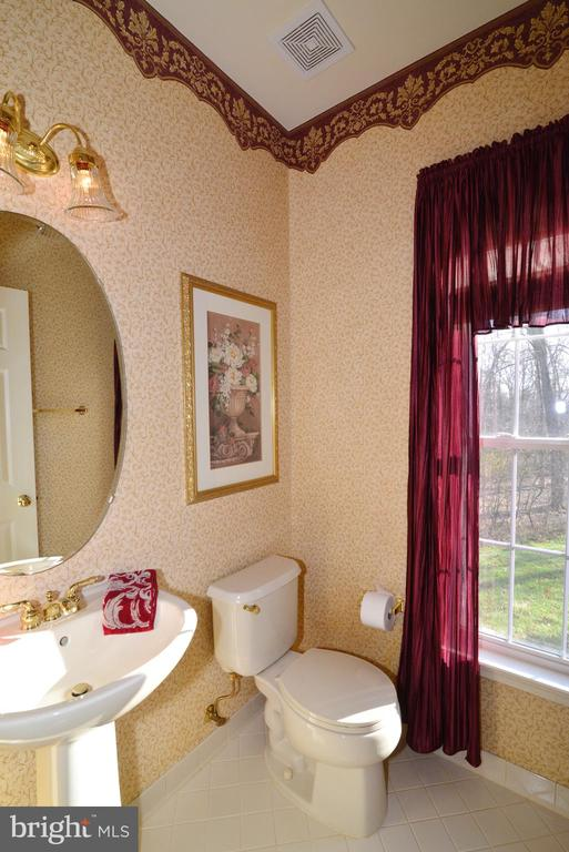 Main level powder room - 1439 HARLE PL SW, LEESBURG