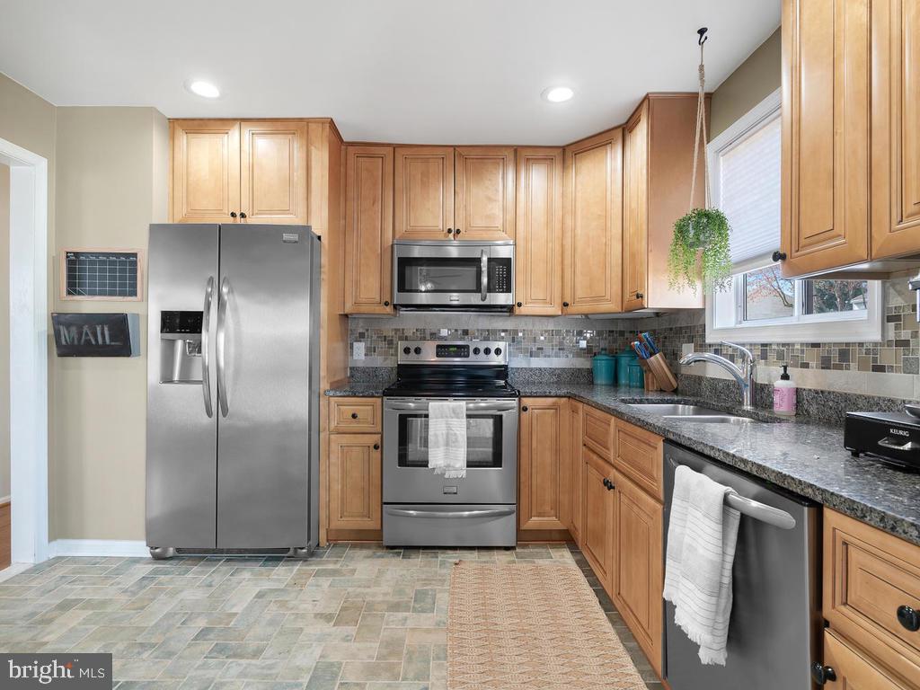 Updated gourmet Kitchen - 13348 JASPER CT, FAIRFAX