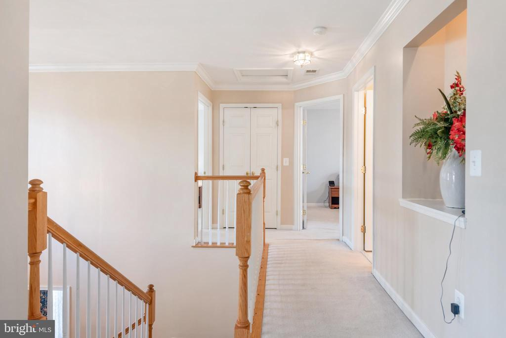 Upper hallway with alcove - 28 FIREBERRY BLVD, STAFFORD