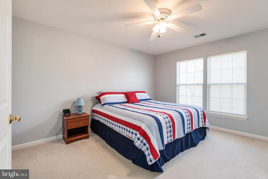 Bedroom #4 ceiling fan, two windows facing rear - 28 FIREBERRY BLVD, STAFFORD