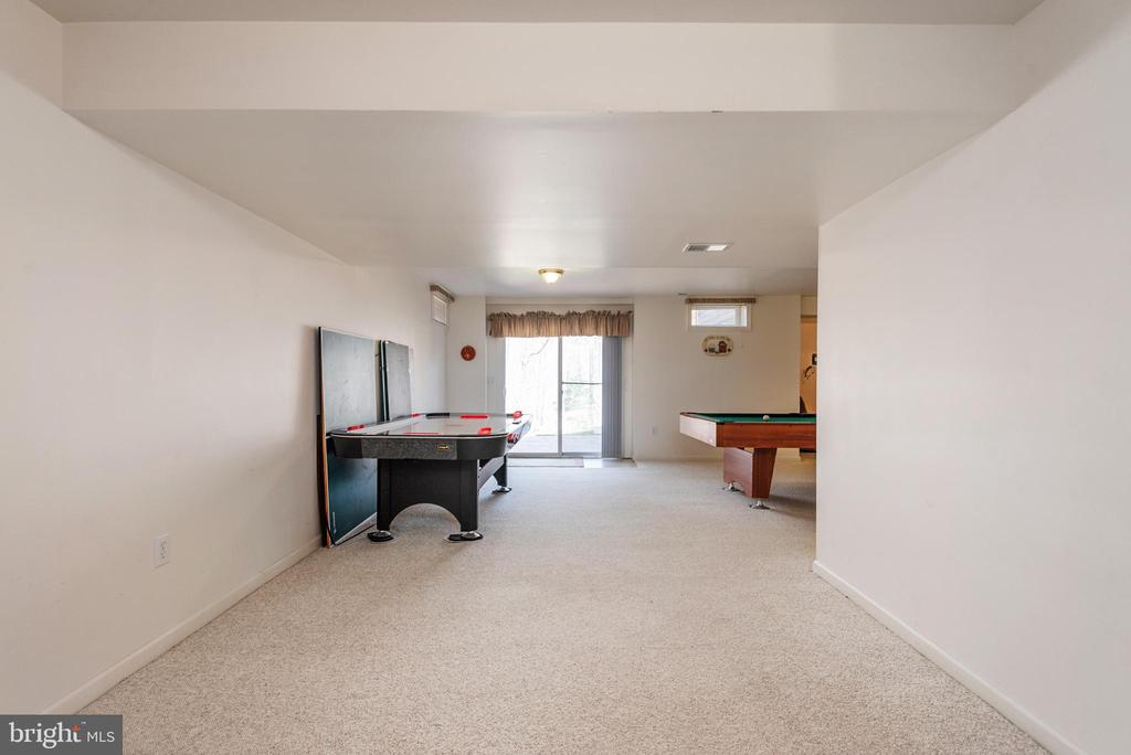 Over 30 feet long recreation room in basement - 28 FIREBERRY BLVD, STAFFORD