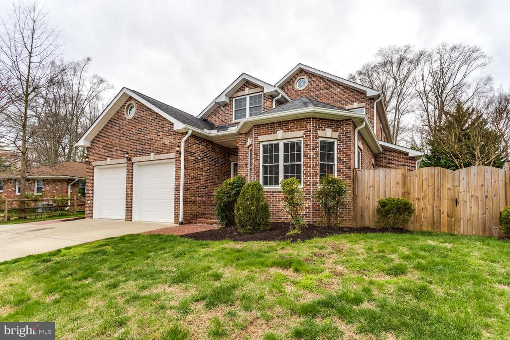 Lovely brick front transitional home - 8012 BAINBRIDGE RD, ALEXANDRIA