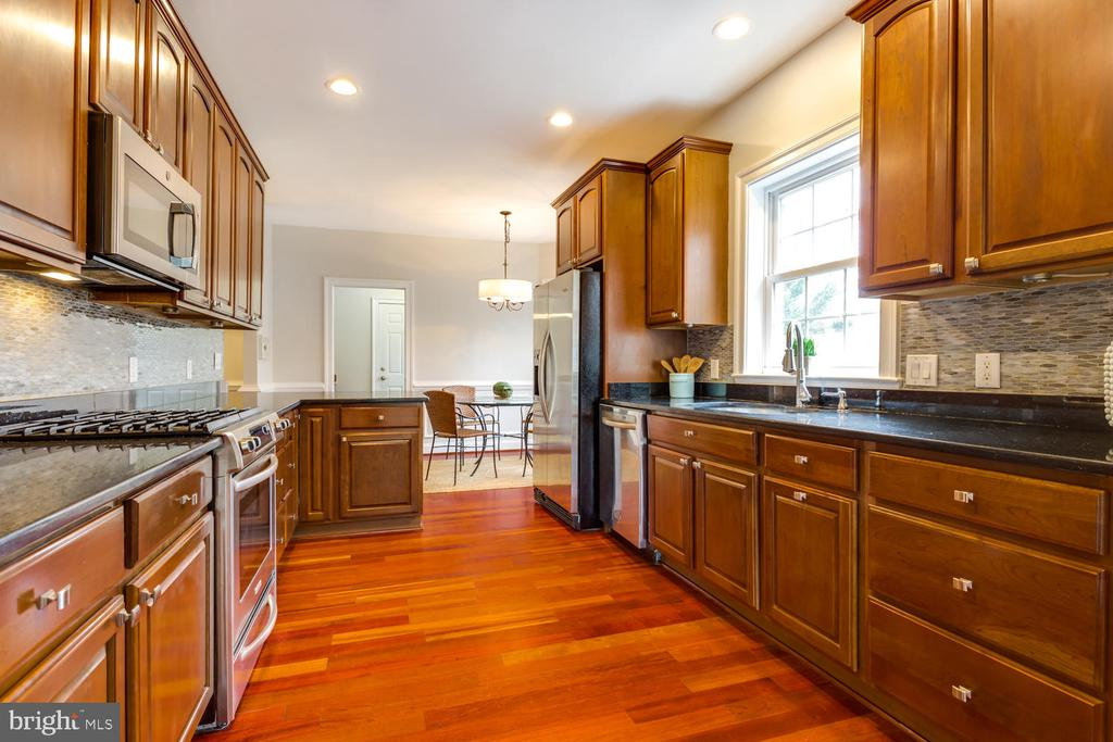 Upgraded appliances - 8012 BAINBRIDGE RD, ALEXANDRIA