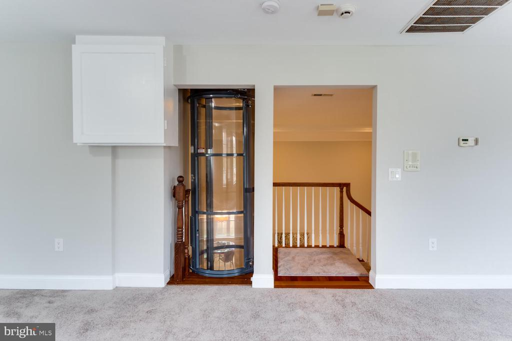 Down to the basement - just hop in - 8012 BAINBRIDGE RD, ALEXANDRIA