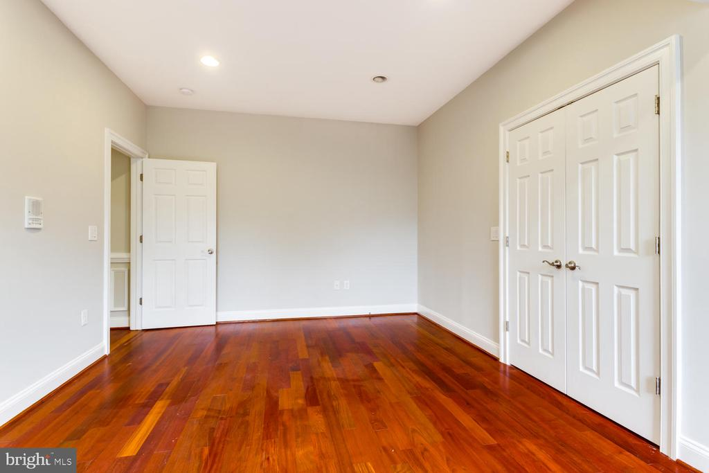 Lots of closets - 8012 BAINBRIDGE RD, ALEXANDRIA