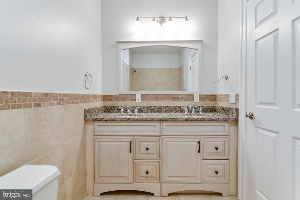 Lower level full bath with double vanity - 8012 BAINBRIDGE RD, ALEXANDRIA