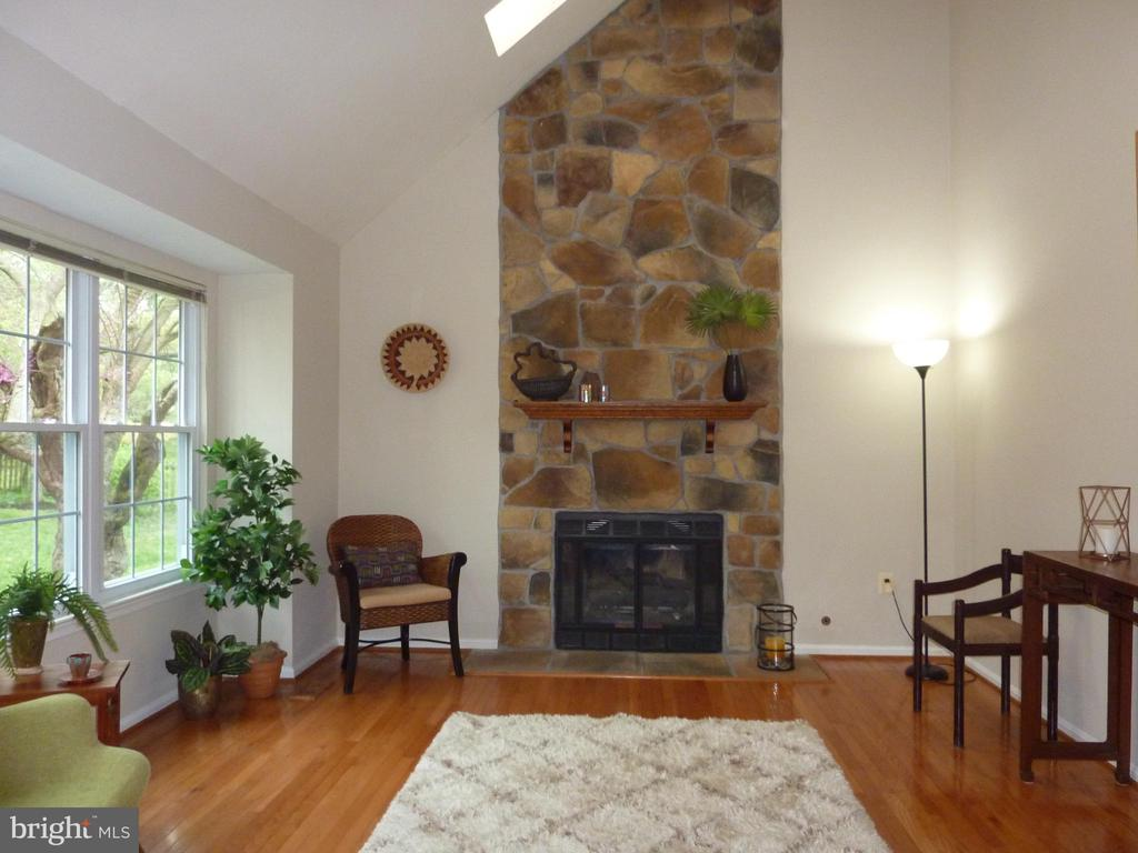 Dramatic stone fireplace with gas insert & blower - 13192 ROVER GLEN CT, HERNDON