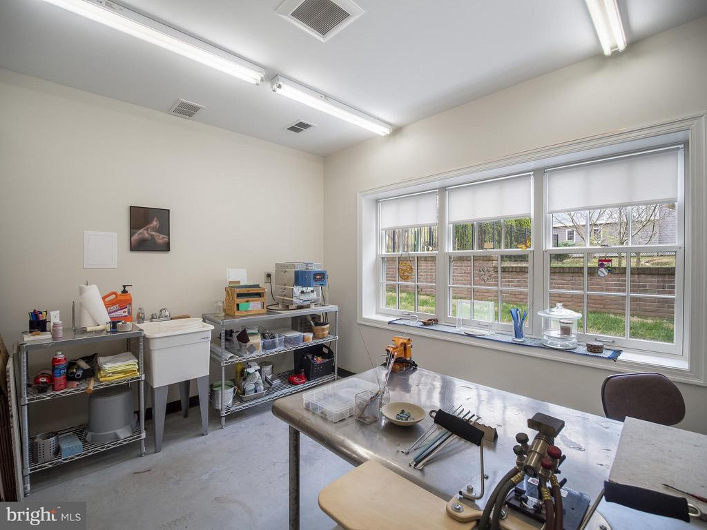 fully heated work room with sink - 915 MCCENEY AVE, SILVER SPRING