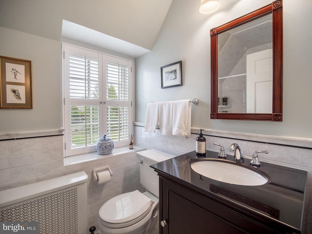Refinished full bath in hallway for bedrooms 3&4 - 915 MCCENEY AVE, SILVER SPRING