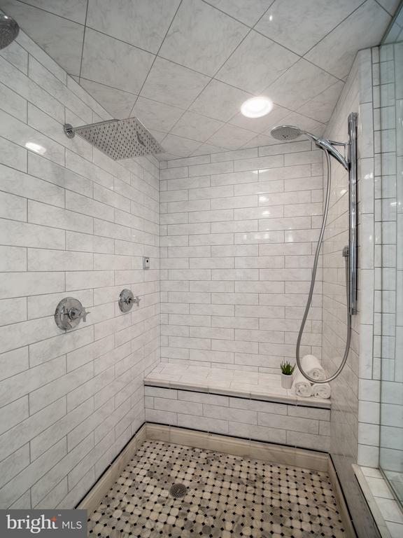 lower level full bath - 915 MCCENEY AVE, SILVER SPRING