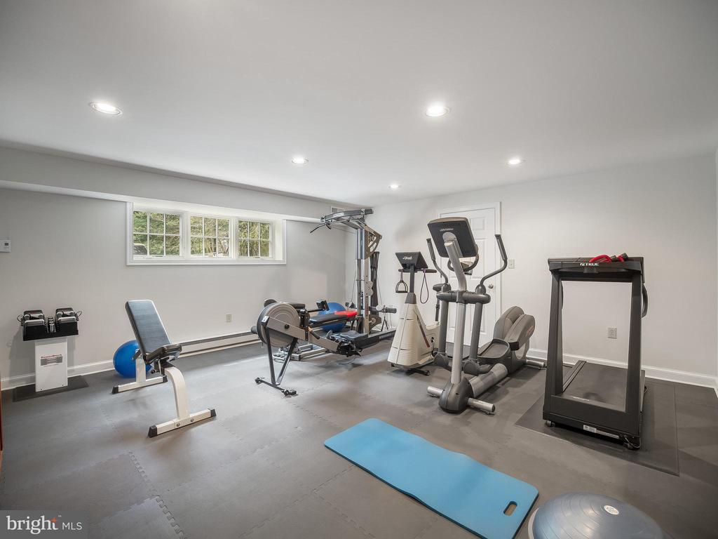 Fully equipped gym room - 915 MCCENEY AVE, SILVER SPRING