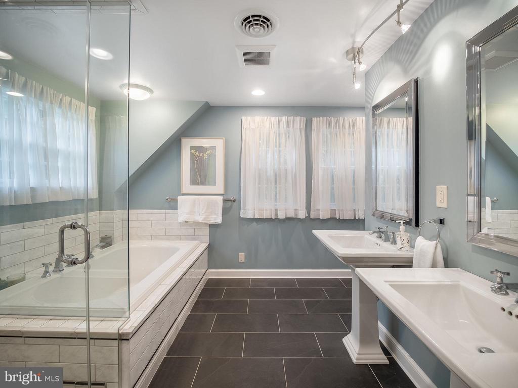 Dual sinks, & separate toilet/bidet room w/ sink - 915 MCCENEY AVE, SILVER SPRING