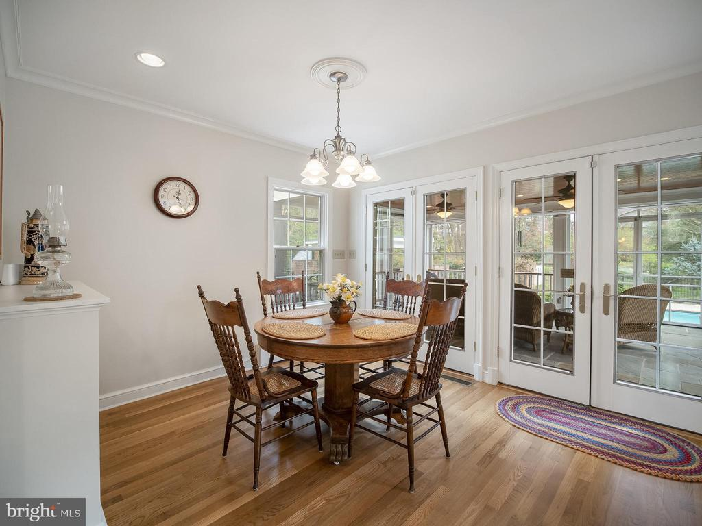 Adjoining breakfast room opens to screened porch - 915 MCCENEY AVE, SILVER SPRING